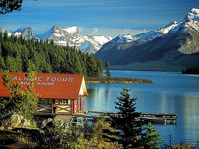 Top 10 lakes in Canada  Canadian travel inspiration