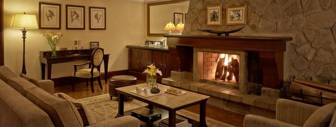 Fairmont Mount Kenya Safari Club Tusk Lounge
