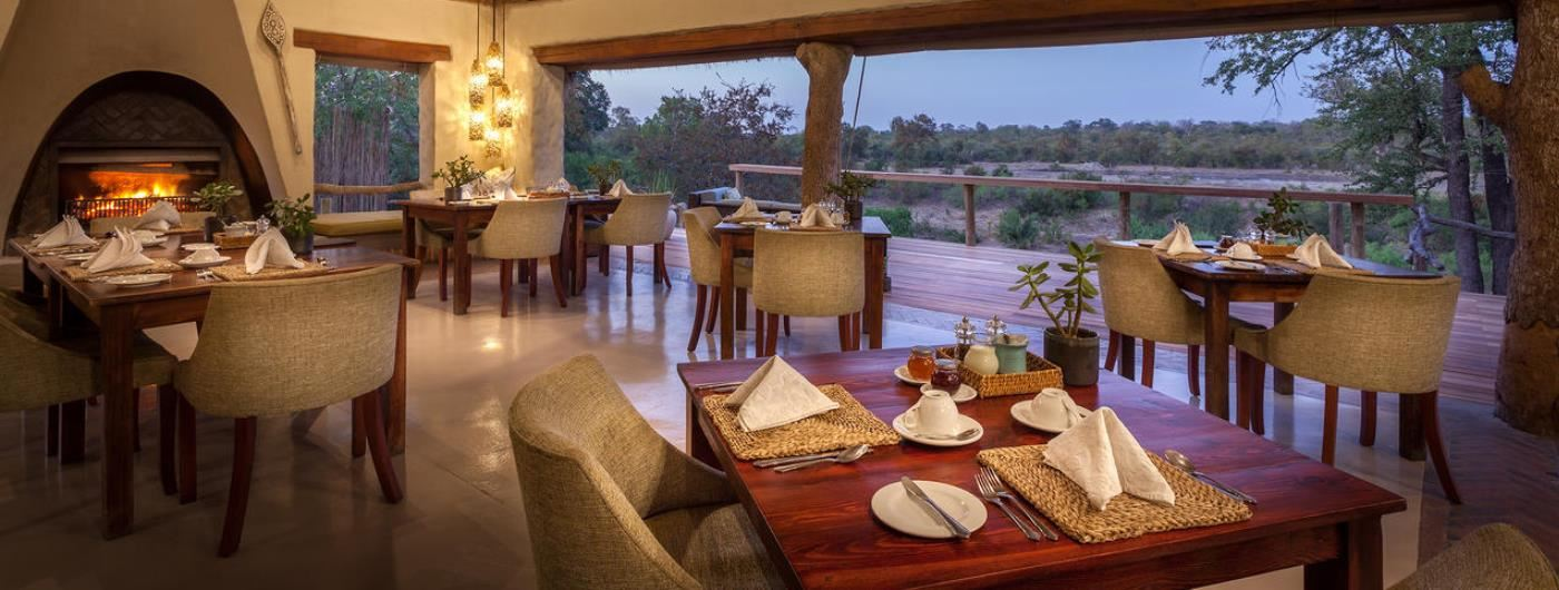 Simbambili Lodge dining room