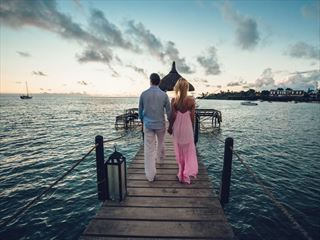 Bride & Groom on the Maritim jetty