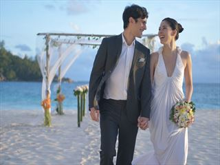 Banyan Tree wedding on the beach
