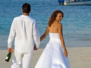 Wedding couple on Coyaba beach