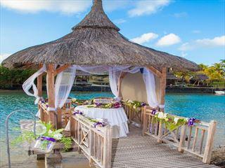 Stunning wedding setting at Paradise Cove