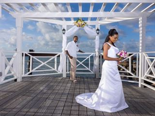 Weddings on the pier at Jewel Paradise Cove