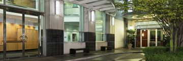 Delta Vancouver Suites, Entrance