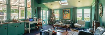 Great Ponsonby Bed & Breakfast, Living Room Overlooking Courtyard