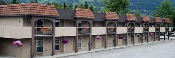 Tonquin Inn, Exterior