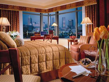 Omni Hotel at CNN guestroom