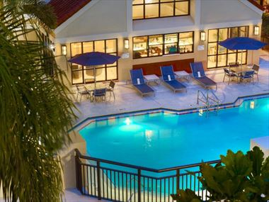 The pool at the Sonesta Es Suites Orlando
