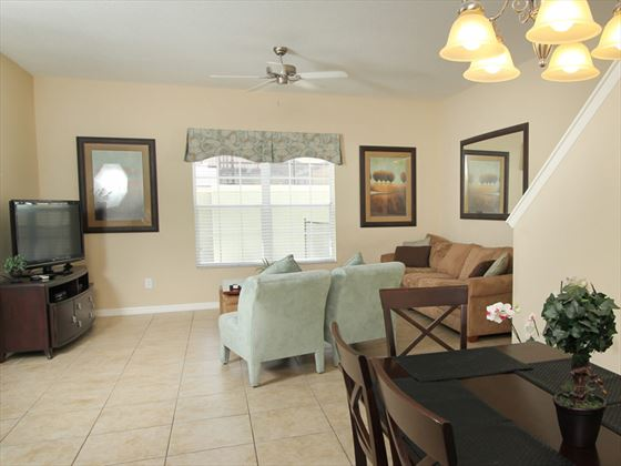 ChampionsGate Resort Townhomes Dining and Living area