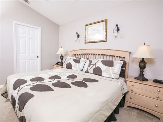 Example of a Glenbrook Home King Bedroom