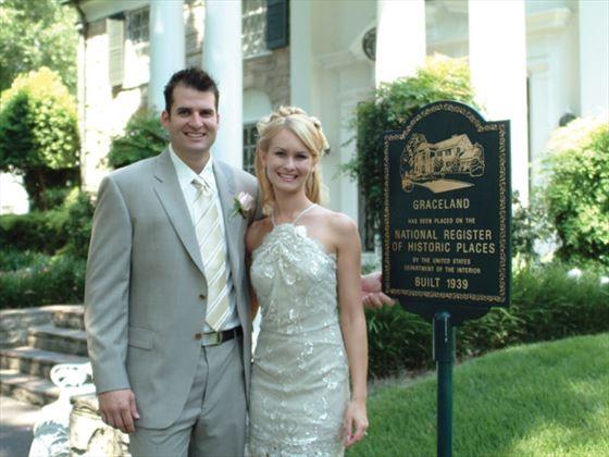 Bride and groom outside Gracelands