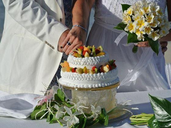 Bride & Groom cutting the wedding cake