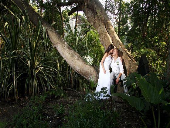 Beautiful Colony Club garden wedding
