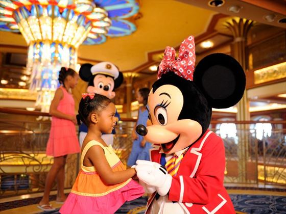 Minnie Mouse meets the kids