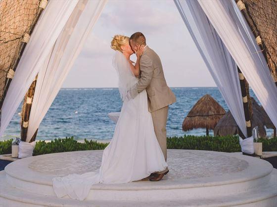 Bride & Groom at the Dreams Riviera Cancun Resort & Spa