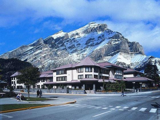 Elk + Avenue Hotel exterior