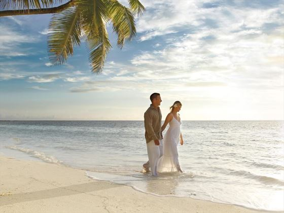 Excluisve beach wedding in the Seychelles