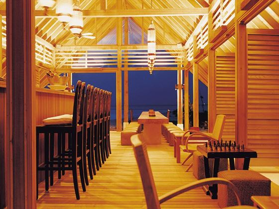 Faru bar at Cocoa Island