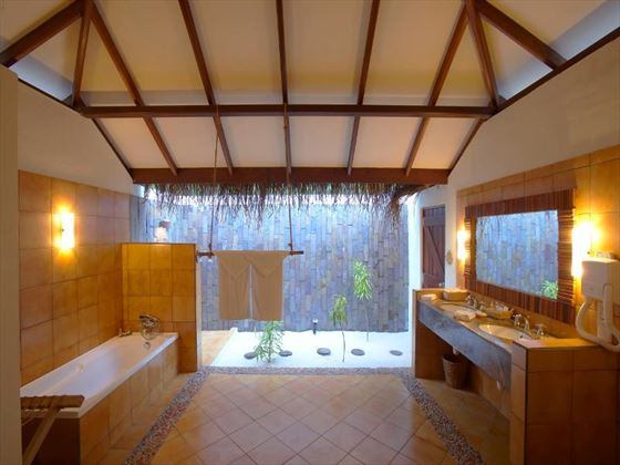 Filitheyo Island Resort Deluxe Villa bathroom