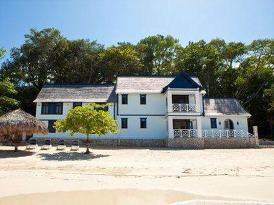 Villa Frankfort is in a stunning beachfront location