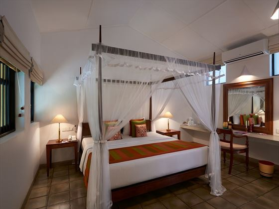 Habarana Village by Cinnamon, Eagle Lodge bedroom