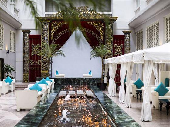Hotel de L'Opera, La Fee Verte courtyard