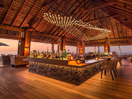 Hurawalhi Island Resort Coco Bar