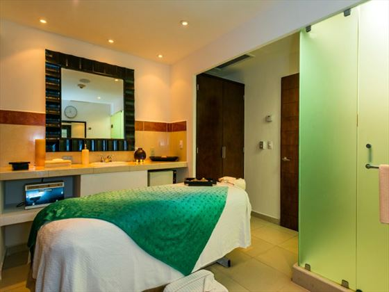 Isla Mujeres Palace spa treatment room