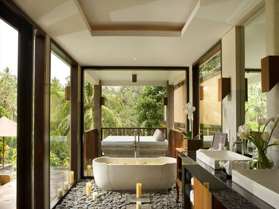 Kamandalu Resort & Spa bathroom
