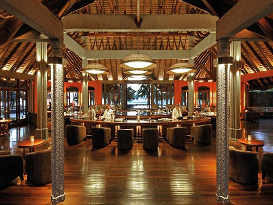 Le Mahogany bar at Dinarobin Hotel Golf & Spa Resort