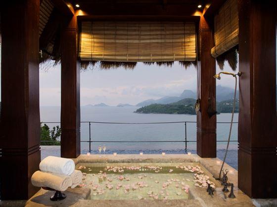 Villa outdoor bath