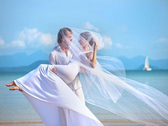 Maldivian wedding couple