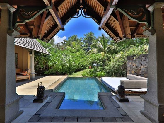 Maradiva, Beachfront Luxury Suite Pool Villa garden