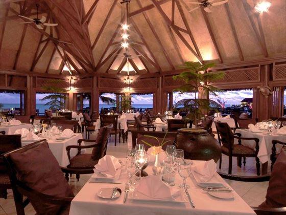 Dining at Olhuveli Beach & Spa Resort