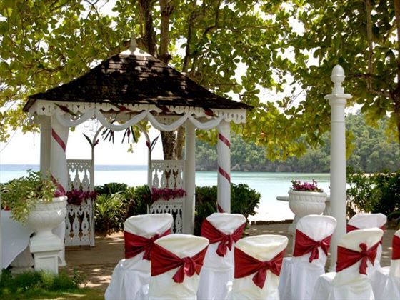 Picturesque outdoor wedding setting
