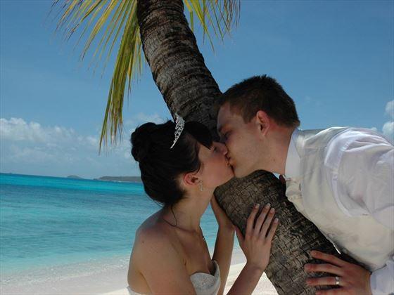 A wedding kiss at Palm Island
