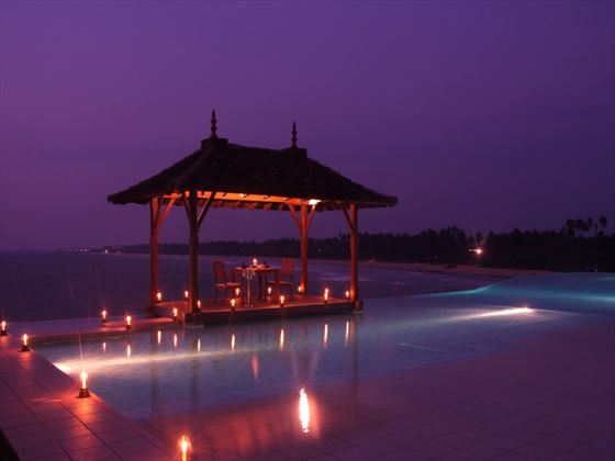 Poolside dining at Saman Villas