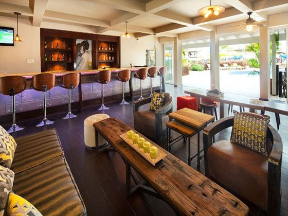 Sea Breeze Beach Hotel bar