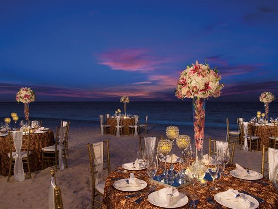 Gala dinner setting