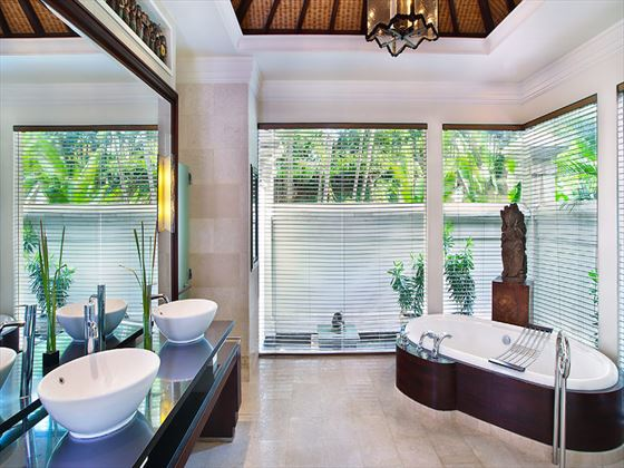 The Laguna Resort & Spa Hotel Hibiscus Villa bathroom