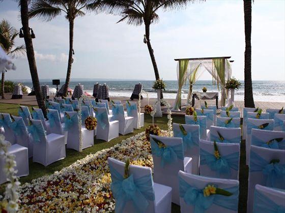 Beachside wedding setting