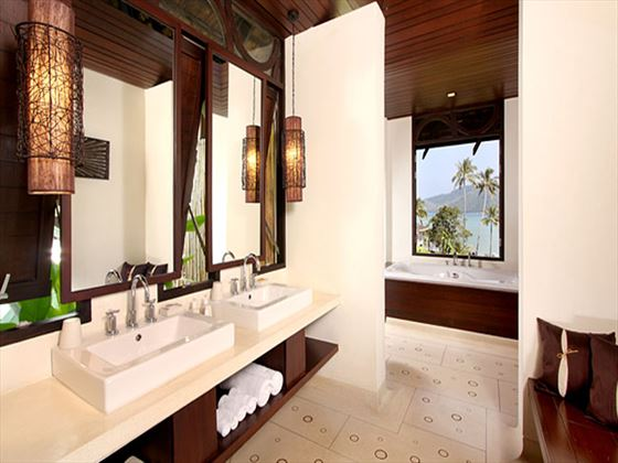 The Vijitt Resort Deluxe bathroom