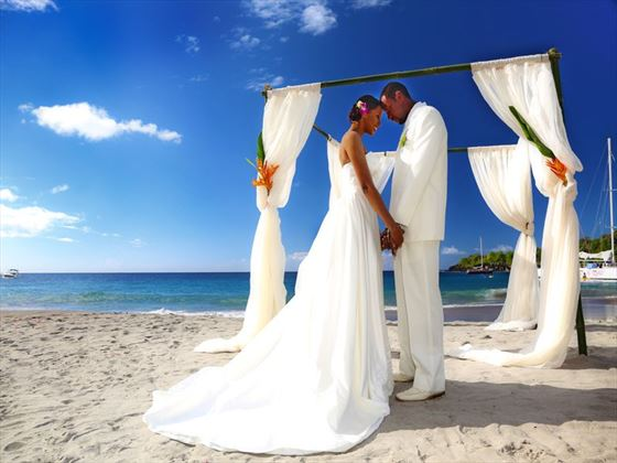 Bride & Groom beach wedding