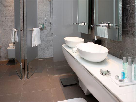 Viceroy Abu Dhabi Deluxe bathroom