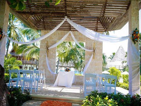 Gazebo wedding setting