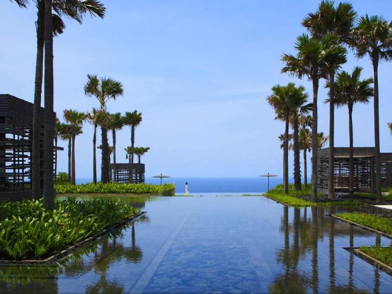 alila villas uluwatu pond and views