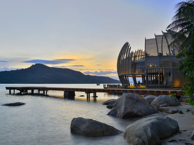 an lam retreats ninh van bay sen restaurants
