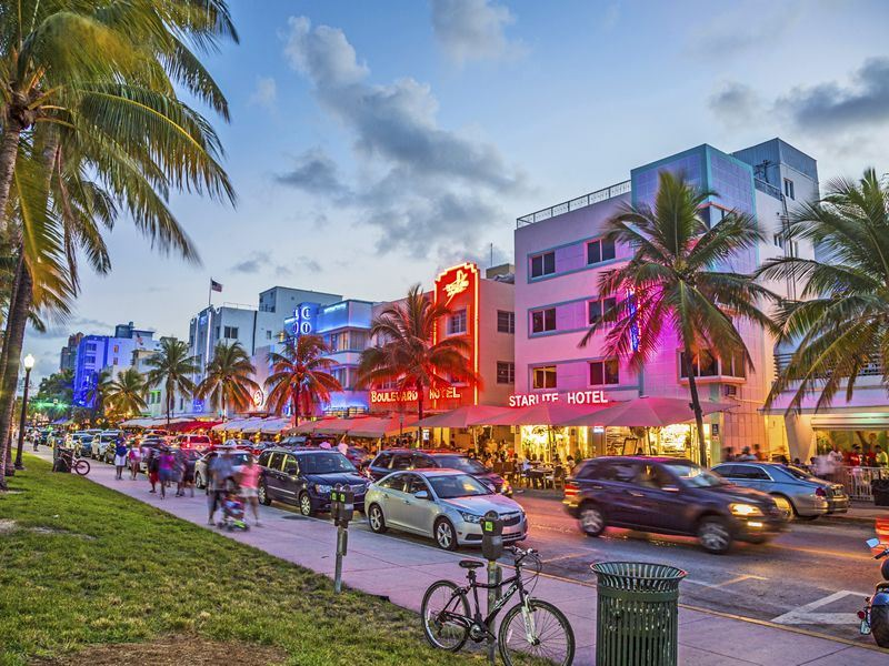 art deco hotels on ocean drive
