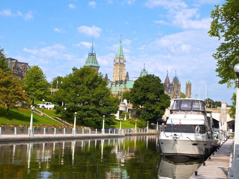 boats on the rideau canal with parliament hill background summer credit ottawa tourism